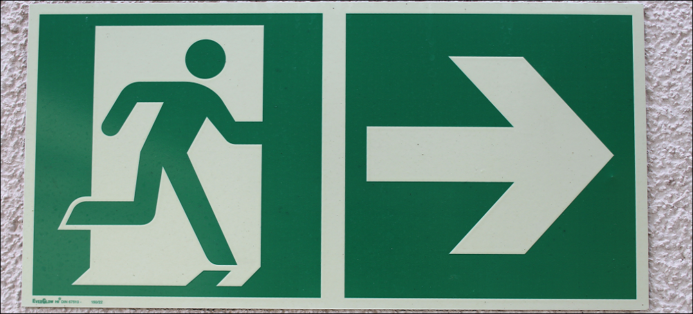 board-escape-number-sign-green-direction-740670-pxhere-1000x452_border.png